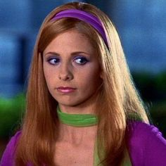 How to make your own DIY homemade Daphne Costume from Scooby Doo movies and TV as played by Sarah Michelle Gellar. Daphne Blake Costume and cosplay Scooby Doo Disfraz, Scooby Doo Costumes, Daphne Scooby Doo Costume, Scooby Doo Movie, Daphne From Scooby Doo, Daphne And Velma, Sarah Michelle Gellar Buffy, Buffy Summers, David Boreanaz