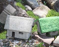 As promised, I am writing today about small batch recipes for papercrete. For those of you who did not read the previous article – Papercrete for Fairy Gardens – papercrete is a mixture…