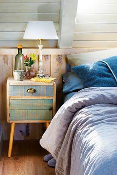 00442702. Mesita de noche vintage con los cajones pintados en tonos azul y verde_00442702 Decor, House Design, Sweet Home, Furniture, Interior, Dresser As Nightstand, Home Decor, Home Office Bedroom, Room
