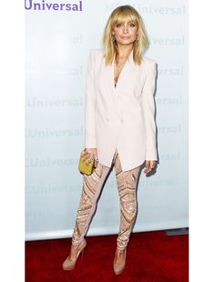 i know this looks a little funny, but her Antonio Berardi leggings are pretty damn cool.