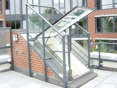 really cool! Roof Door Glass -- Article ideas / Terrace Ideas For Articles on Best of Modern Design - So many good things! Skylight Glass, Roof Skylight, Glass Roof, Roof Window, Skylights, Rooftop Design, Terrace Design, Terrace Ideas, Roof Hatch