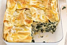 Silverbeet lasagne Silverbeet looks a lot like spinach but has a different flavour. Try it in this vegetarian lasagne. Vegetarian Xmas, Vegetarian Lasagne, Vegetarian Side Dishes, Vegetarian Cooking, Vegetarian Recipes, Cooking Recipes, Savoury Recipes, Healthy Mummy Recipes, Lasagne Recipes