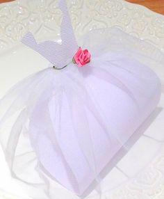 Embalagem para bem casado feito em tecido na forma de vestidinho de noiva. R$ 3,50
