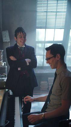 Gotham 2x11 - Edward Nygma (Cory Michael Smith) & Penguin (Robin Lord Taylor) HQ