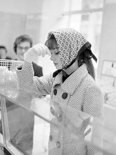 Audrey Hepburn shopping in Rome, 1961, photo by paparazzo Elio Sorci