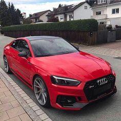 Audi Rot mit schwarzem Akzent - Autos - Design de Carros e Motocicletas Audi A5 Coupe, Audi Sedan, Rs5 Coupe, Audi Sport, Sport Cars, Red Audi, Audi Black, Black Porsche, Allroad Audi