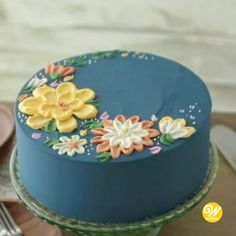 cake decorating videos How to Make a Buttercream Flower Painted Cake Buttercream Cake Designs, Cake Decorating Frosting, Cake Decorating Designs, Cake Decorating Videos, Buttercream Flowers, Cake Decorating Techniques, Fondant Cake Decorations, Butter Icing Cake Designs, Simple Cake Decorating