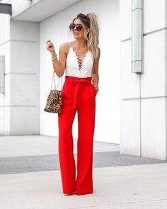 Palazzo Pants Outfit For Work. 14 Budget Palazzo Pant Outfits for Work You Should Try. Palazzo pants for fall casual and boho print. Wide Pants Outfit, Dressy Pants, Outfit Pantalon Rojo, Classy Outfits, Fall Outfits, Red High Waisted Pants, Look Fashion, Autumn Fashion, High Wasted Pants