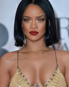 Rihanna's 15 Fiercest Makeup Looks Rihanna's 15 Fiercest Makeup Looks Red Lips Makeup Look, Gold Makeup Looks, Brown Skin Makeup, Prom Makeup Looks, Simple Makeup Looks, Glam Makeup, Makeup Inspo, Beach Makeup, Uk Makeup