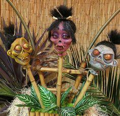 Voodoo Witch Doctor With Shrunken Heads Sculptures by The KreatureKid Voodoo Party, Voodoo Halloween, Halloween Crafts, Halloween Decorations, Halloween Camping, Pirate Halloween, Happy Halloween, Mahalo Hawaii, Tiki Art
