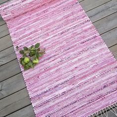 Nooran matto valmis. #räsymatto #kudonta #trasmatta Rag Rug Diy, Rag Rugs, Picnic Blanket, Outdoor Blanket, Recycled Fabric, Woven Rug, Scandinavian Style, Pattern Design, Recycling