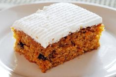 Cracker Barrel Old Country Store Carrot Cake - CopyKat Recipes Cracker Barrel Carrots, Cracker Barrel Recipes, Easy Cake Recipes, Dessert Recipes, Desserts, Cat Recipes, Cracker Barrel Country Store, Grilled Carrots, Health Desserts