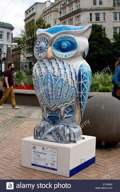 Download this stock image: Birmingham, West Midlands, UK. 27th July, 2015. One of 89 giant owl sculptures forms part of The Big Hoot art event. The sculptures which have been decorated by different artists form a trail from Birmingham city centre through Sutton Coldfield and Bournville to Winson Green. The event by undertaken by Wild in Art in partnership with Birmingham Children`s Hospital continues until 27th September 2015. © Colin Underhill/Alamy Live News - EYDBG9 from Alamy's library…