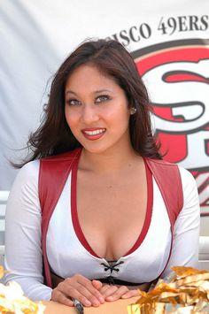 San Francisco 49ers http://su.pr/7cW8Dx Sf Niners, Forty Niners, 49ers Cheerleaders, San Francisco 49ers, Sport Girl, Cheerleading, Nfl, National Football League, Nfl Football