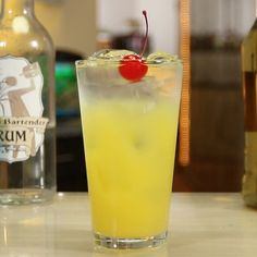 Bar Drinks, Cocktail Drinks, Alcoholic Drinks, Beverages, Tipsy Bartender, Banana Cocktails, Popular Drinks, Day Drinking, Cocktails
