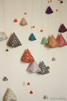Sophie MORILLE Designer textile/ Artiste Plasticienne. A suspendre, triangles origami... papier déco