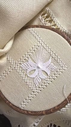 brazilian embroidery how to do Hardanger Embroidery, Hand Embroidery Stitches, Embroidery Needles, Hand Embroidery Designs, Embroidery Techniques, Ribbon Embroidery, Cross Stitch Embroidery, Embroidery Patterns, Cross Stitches