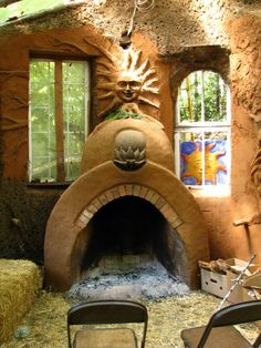 Straw bale and cob house, fireplace - links to many more pictures and a tour ! Fireplace in master bed Cob Building, Green Building, Building A House, Earth Bag Homes, Earthship Home, Adobe House, Underground Homes, Tadelakt, Natural Homes