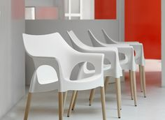 The stackable Natural Ola chair has a natural beech wood frame and polypropylene seat. For indoor use. Sold in multiples of 4 chairs. Contract price based on a minimum order of 8 chairs, if you require any other quantity please contac