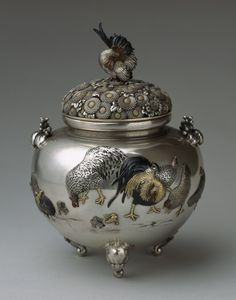 Metal incense burner with roosters by SHOAMI Katsuyoshi (1832-1908), Japan 正阿弥勝義