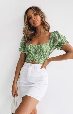 Heritage Wrap Top Green Print – Beginning Boutique White Skirt Outfits, White Denim Skirt, Summer Skirt Outfits, Crop Top Outfits, Black Denim Skirt Outfit Summer, Summer Denim, Summer Skirts, Denim Top, White Shorts