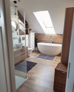 Discover recipes, home ideas, style inspiration and other ideas to try. Bathroom Interior Design, Home Interior, Decor Interior Design, Loft Bathroom, Small Bathroom, Easy Home Decor, Cheap Home Decor, Interior Simple, Attic Bedroom Designs