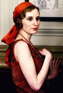 lady edith totally became the new downton fashion maven! style to copy -- colorful head scarf, beading, long necklaces, Downton Abbey Costumes, Downton Abbey Fashion, Edith Crawley, Lady Sybil, Laura Carmichael, Jessica Brown Findlay, 1920s Hair, 20s Fashion, Vintage Fashion