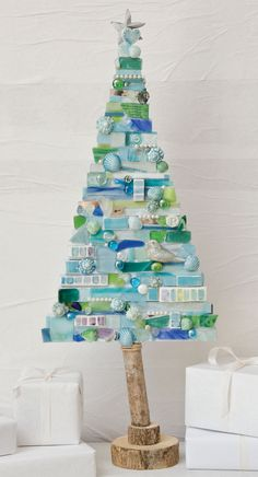 DIY and Craft Ideas - Happy Christmas - Noel 2020 ideas-Happy New Year-Christmas Christmas Mosaics, Glass Christmas Tree, Noel Christmas, Xmas Tree, Christmas Decorations, Christmas Ornaments, Mosaic Crafts, Mosaic Projects, Mosaic Art