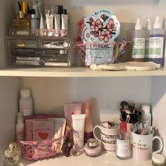 Pinterest: amyypins Makeup Storage, Makeup Organization, Room Organization, Beauty Room, Beauty Nails, Beauty Skin, Beauty Makeup, Glossier, Bedroom Inspo