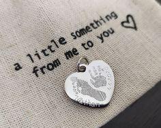 Niečo malé a pritom tak osobné a originálne: odtlačok nožičky a ruky s pridaním mena  dátumu je naozaj perfektným darčekom. Cufflinks, Accessories, Wedding Cufflinks, Jewelry Accessories