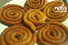 İrmikli Çıtır Halka Tatlısı Tarifi Albanian Recipes, Turkish Recipes, Ethnic Recipes, Albanian Food, Smoothie, Turkish Delight, Onion Rings, Christmas Baking, Food Porn
