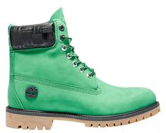 Our collaboration with the NBA continues this season with all new limited-edition boots! These waterproof boots show off your pride with team colors, unique details and custom footbeds. Shoes Boots Timberland, Timberland Mens, Shoe Boots, Boston Celtics, Waterproof Boots, Winter Sports, Nba, Men's Fashion, Leather