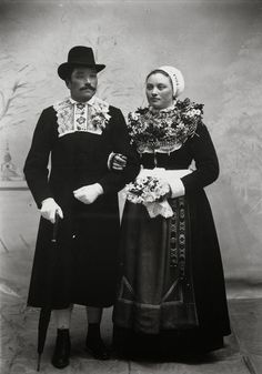 FolkCostume&Embroidery: Short Overview of Traditional Bridal Dress in Western Europe Black Wedding Gowns, Wedding Attire, Wedding Art, Wedding Couples, Swedish Wedding, European Wedding, Old Fashioned Wedding, Cultures Du Monde, Swedish Fashion