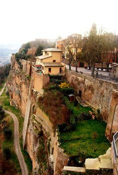 CON L'UMBRIA FAI CENTRO Una settimana in Umbria è una e cento vacanze. Puoi seguire le strade dei sapori genuini di olio e vino. http://www.jonas.it/vacanza_in_bici_in_umbria_1030.html
