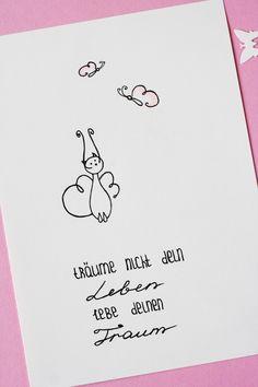 Träume nicht dein Leben, lebe deinen Traum! Aufmunterungsspruch. Doodles und Illustrationen mit Sprüchen machen oft gute Laune :) Some Joys