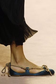 Alberta Ferretti Spring 2006 Ready-to-Wear Pretty Shoes, Beautiful Shoes, Sock Shoes, Shoe Boots, Flat Shoes, Leather Sandals, Shoes Sandals, Fashion Shoes, Fashion Accessories