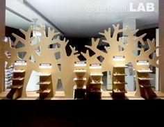 Trees... Window-shopping window dressing made out cardboard, created by Cartonlab. Árboles decoración escaparate de cartón creados por Cartonlab.
