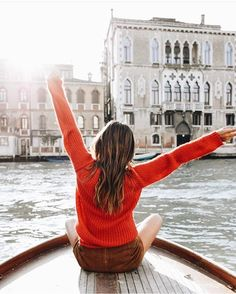 """Boats Of Venice sanoo Instagramissa: """"Happy weekend IG friends!!! Have a great Easter ❤️ Photo by @sincerelyjules ⛵️ #BoatsOfVenice"""""""