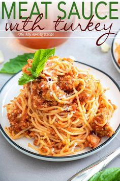 Low Unwanted Fat Cooking For Weightloss Meat Sauce Made With Easy Homemade Ground Turkey Sausage And Bottled Sauce Makes This Recipe Easy, Fast, And Full Of Flavor. Spaghetti Meat Sauce, Spaghetti Recipes, Pasta Recipes, Dinner Recipes, Homemade Spaghetti, Ground Turkey Spaghetti, Ground Turkey Sausage, Meatloaf Recipe With Sausage, Recipes Using Ground Turkey
