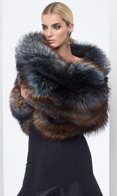 Estola gris Fur Fashion, Look Fashion, Winter Fashion, Womens Fashion, Fashion Trends, Looks Style, My Style, Fur Accessories, Fabulous Furs