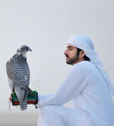 Hamdan bin Mohammed bin Rashid Al Maktoum, Vía: Prince Crown, Royal Prince, My Prince Charming, Charming Man, Dubai, Black Boys, My Black, Arab Fashion, Boy Fashion