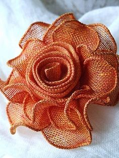 Diy Crafts - Diy Crafts - Learn to make loopy burlap flowers from burlap ribbon. These loopy burlap flowers are the Burlap Crafts, Ribbon Crafts, Flower Crafts, Burlap Projects, Diy Crafts, Burlap Flowers, Diy Flowers, Crochet Flowers, Burlap Lace