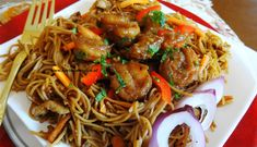 Surinaams eten – Garlic Bami Roasted Chicken (knoflook bami met geroosterde kip, paksoi en rode uien)