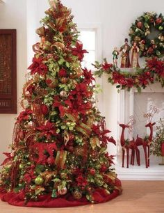 Love the red christmas tree decor Noel Christmas, Winter Christmas, All Things Christmas, Green Christmas, Christmas Tree Gold And Red, Victorian Christmas Tree, Country Christmas Trees, Traditional Christmas Tree, Christmas Wrapping