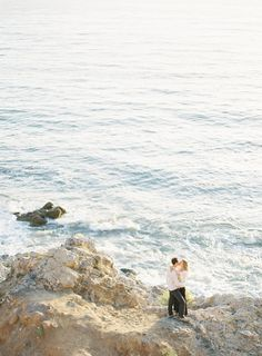 Cliffside #wedding engagement shoot by the ocean - Photography by brycecoveyphotography.com
