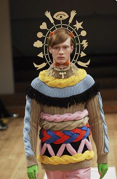 The headpiece, not the outfit :) Walter Van Beirendonck Fashion Fail, Weird Fashion, High Fashion, Mens Fashion, Guy Fashion, Walter Van Beirendonck, Mode Costume, Peinados Pin Up, Textiles