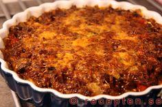 Köttfärspaj - Ett recept på en mycket god köttfärspaj med en god och enkel pajdeg och fyllning. Bilder steg för steg!