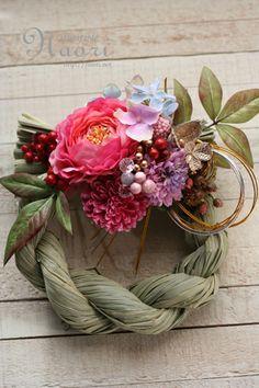 Japanese New Year wreath 2014 お正月 Green Flowers, Diy Flowers, Paper Flowers, Ikebana Flower Arrangement, Flower Arrangements, New Years Decorations, Flower Decorations, Japanese Floral Design, Japanese New Year