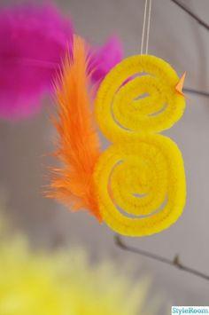 pyssel,påskris,kyckling,fjädrar,påskpyssel Easter Art, Easter Crafts For Kids, Toddler Crafts, Diy For Kids, Best Anniversary Gifts, Diy Y Manualidades, Pipe Cleaner Crafts, Bird Crafts, Craft Box