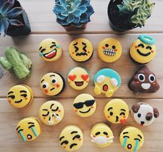 Cute Macarons inspired by Emojis and Studio Ghibli Characters – Fubiz Media